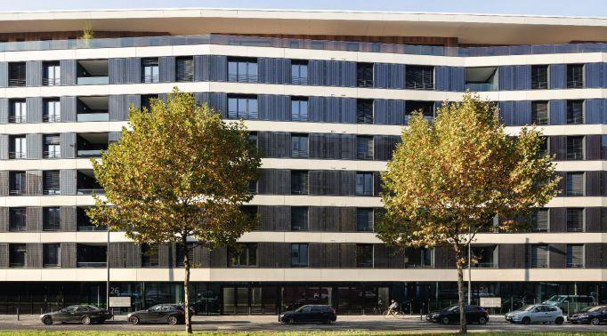 Fassadenraffstores-an-Gewerbeimmobilie-2 Fassadenraffstores