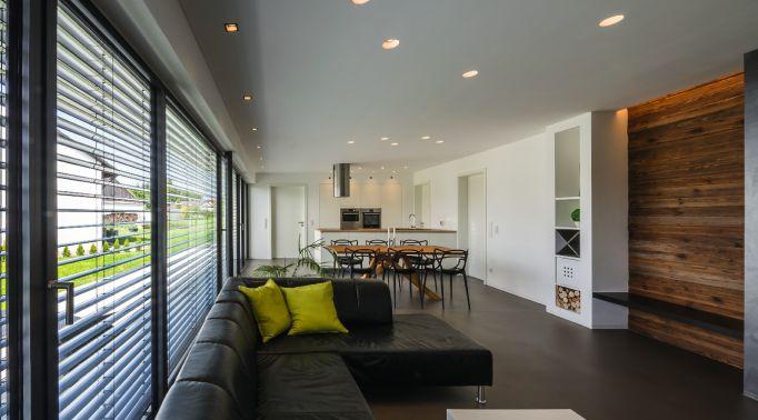 Raffstores-Aussenjalousien-Sicht-aus-Wohnzimmer Raffstores
