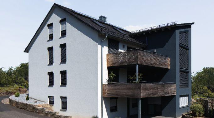 Vorbau-Raffstores-an-Mehrfamilienhaus Vorbau-Raffstores