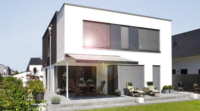 Verdunkelungs-Raffstores-an-Design-Wohnhaus Verdunkelungs-Raffstores