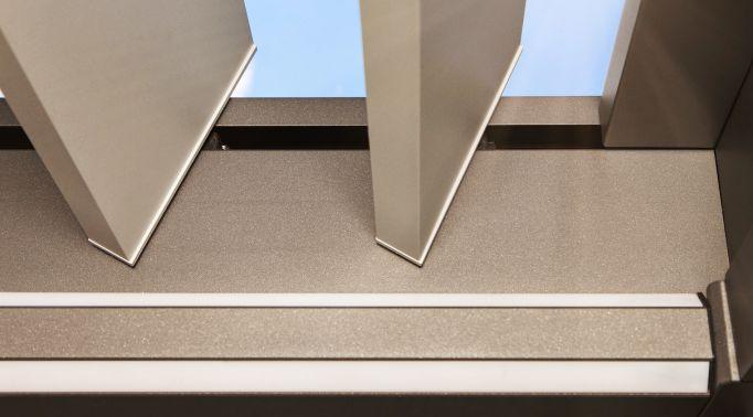 Lamellendaecher-Ansicht-seitliche-Schienenfuehrung Lamellendächer