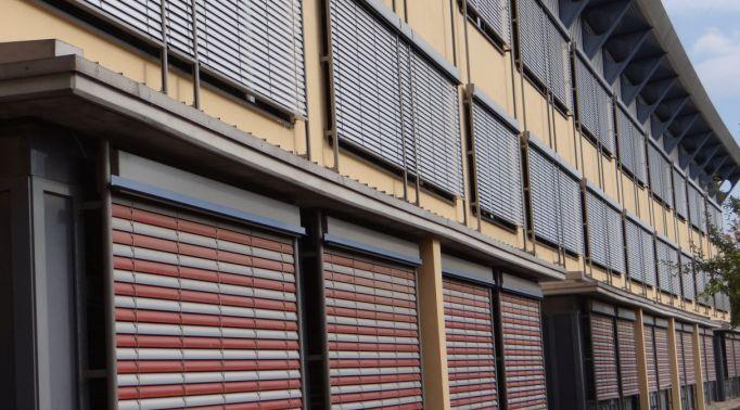 Notraff-Raffstores-an-Gewerbeimmobilie-2 Notraff-Raffstores
